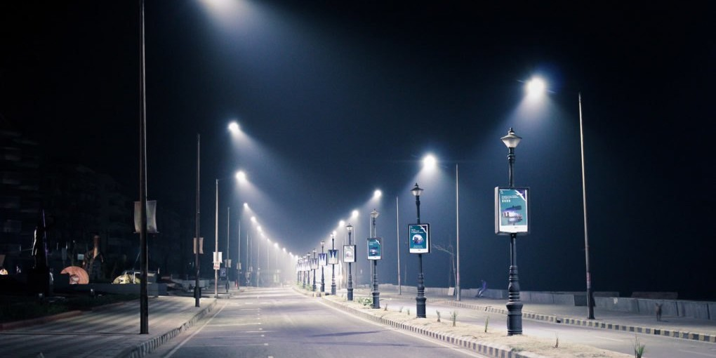 Doctor Warns About Major Biological and Environmental Risks Associated with LED Streetlights, Smombie Gate   5G   EMF