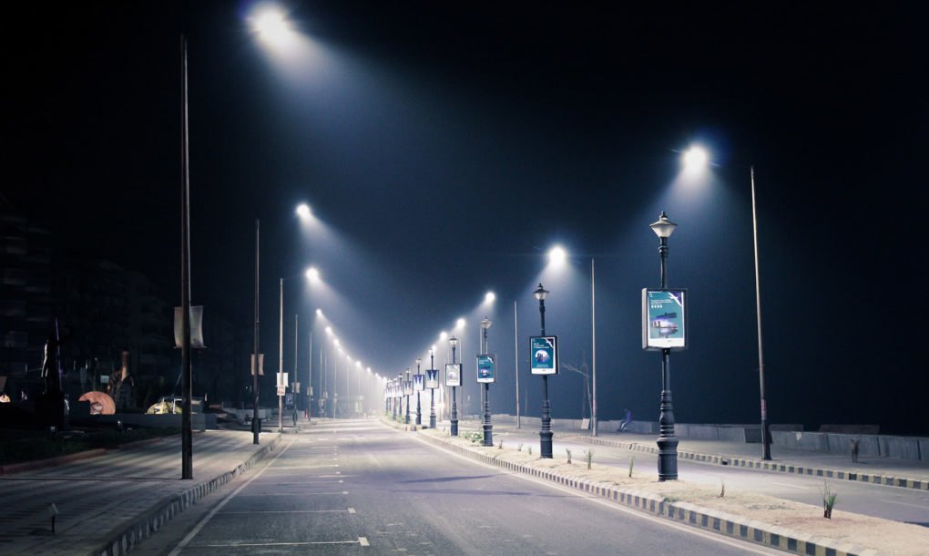 PUBLIC DANGER: Blue light of LED streetlights linked to breast & prostate cancer, Smombie Gate | 5G | EMF