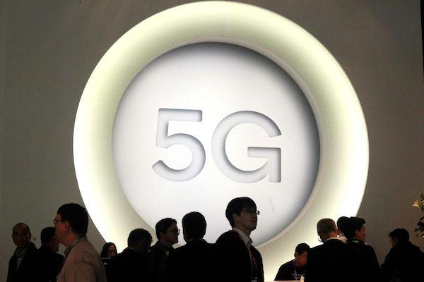 Dangers Of 5G: New Technology Draws Concerns For The Environment, Public Safety, Smombie Gate   5G   EMF